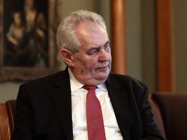 Prezident Miloš Zeman zaslal ministru zahraničních věcí Lubomíru Zaorálkovi (ČSSD) návrh smlouvy s Norskem o vydávání dětí.