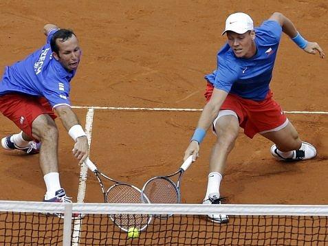 Radek Štěpánek s Tomášem Berdychem získali v Argentině druhý semifinálový bod.