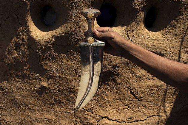 Tradiční jemenské dýky vznikají ze zbytků raket.