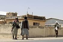 Bojovníci Tálibánu ve městě Ghazní
