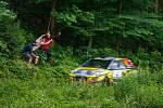 Rally Bohemia, pátý závod seriálu Mistrovství České republiky v rally, pokračovala 2. července. Na snímku fanoušci při průjezdu posádky Andrej Barčák / Tomáš Střeska s vozem Opel Adam R2 na deváté rychlostní zkoušce - Radostín.