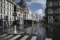 Liduprázdná ulice Rivoli v Paříži, 27. dubna 2020