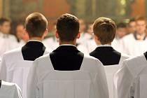 Zrušení celibátu by do řad římskokatolické církve jistě přivedlo nové, mladé členy.