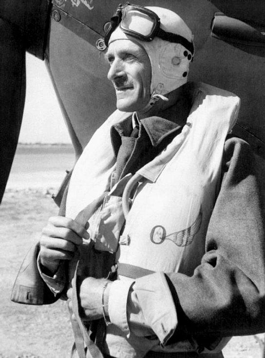 Sir Keith Rodney Park, velitel 11. skupiny Velitelství stíhacího letectva RAF, zodpovědný za obranu Londýna. S Leigh-Mallorym vedl spor o účelnosti velkých stíhacích svazů
