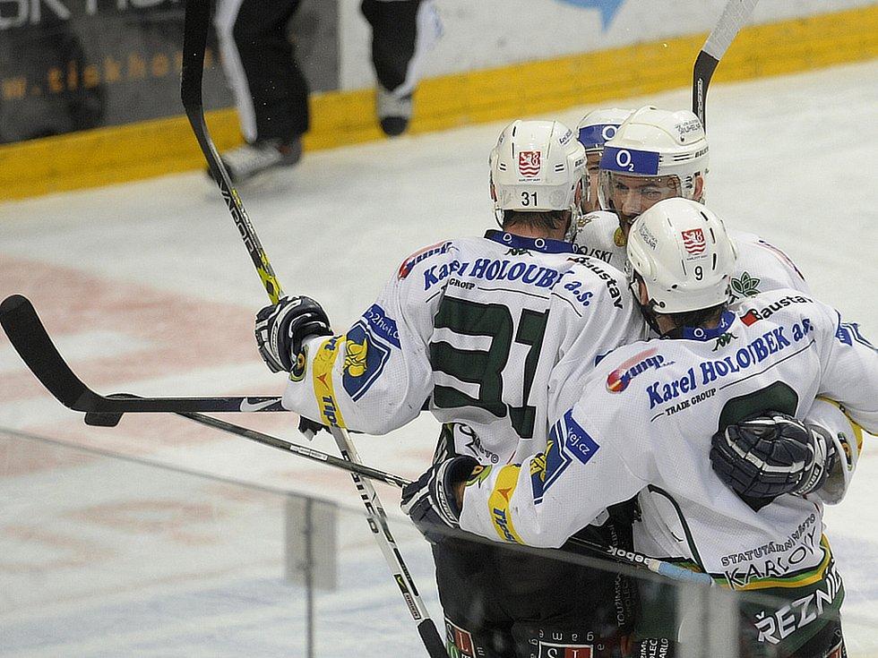 Karlovarská radost z druhého gólu v síti Slavie.