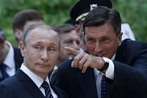 Putin zahájil návštěvu uctěním památky tří stovek ruských zajatců z první světové války, které před sto lety zavalila lavina, když budovali horskou silnici.