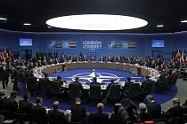 Účastníci summitu NATO v Londýně
