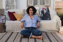 Terapie mezi araby. Selma (Golshifteh Farahani) se svým pracovním zátiším.