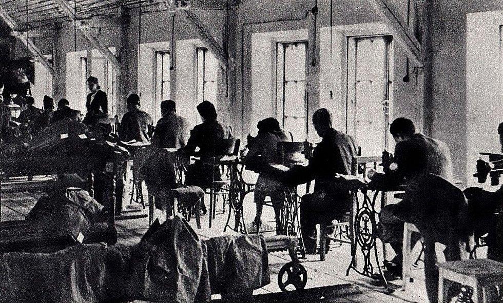 Židé z varšavského ghetta museli pracovat pro Třetí říši