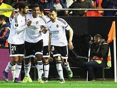 Valencie i díky gólu Aderlana Santose porazila soka ze Španělska, ale do čtvrtfinále Evropské ligy prošlo Bilbao
