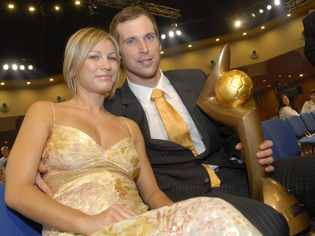 Petr Čech s manželkou a Zlatým míčem.