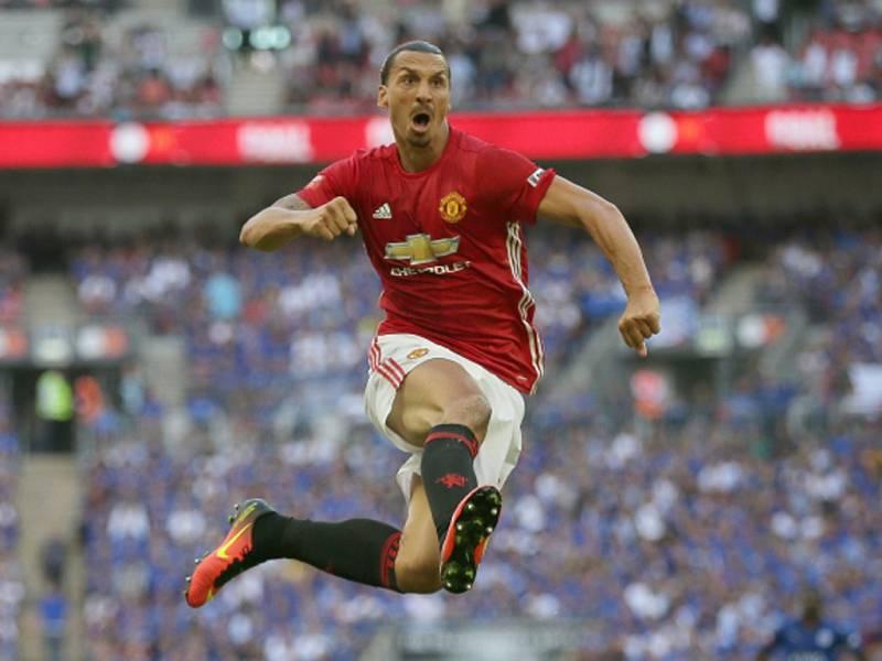 Zlatan Ibrahimovic z Manchesteru United se raduje z gólu proti Leicesteru.