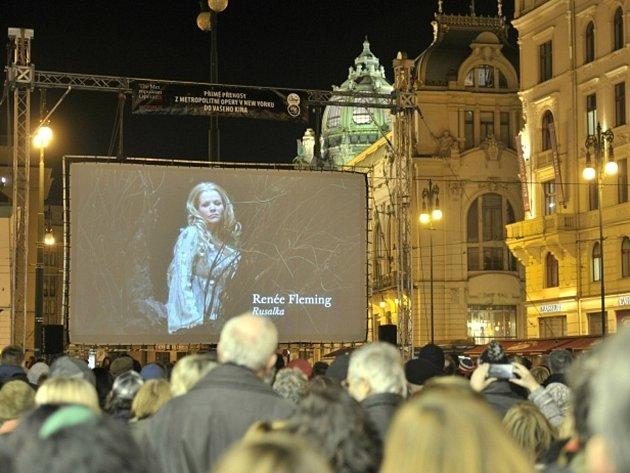 Poprvé v historii přímých přenosů z newyorské Metropolitní opery do kin byl uveden český titul, Rusalka od Antonína Dvořáka. Operu mohli vidět také diváci na náměstí Republiky v Praze.
