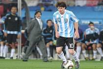 Lionel Messi předvádí své umění na MS v duelu proti Nigérii.