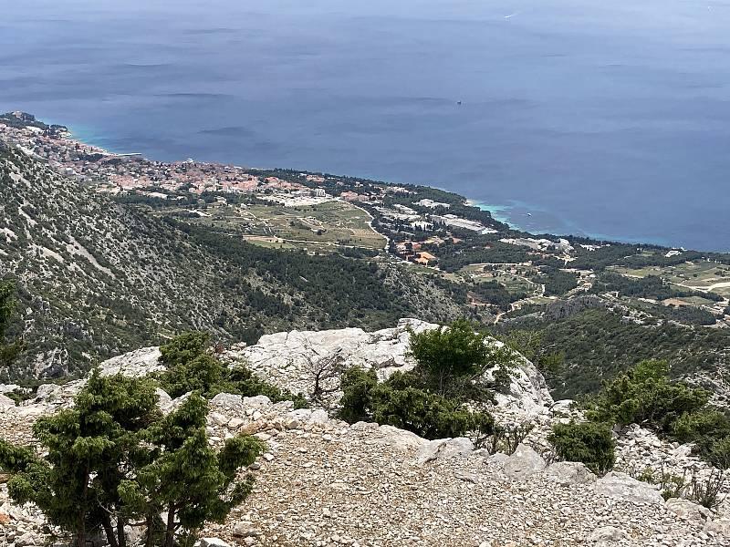 Vstupní branou na ostrov Brač je město Supetar. Plavba trajektem ze Splitu sem trvá asi hodinu. Využívají jej i čeští cyklisté, kteří brázdí ostrovy na kole.