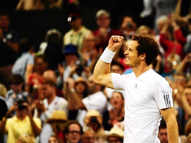 Andy Murray má ve Wimbledonu podporu místy až fanatických fanoušků.