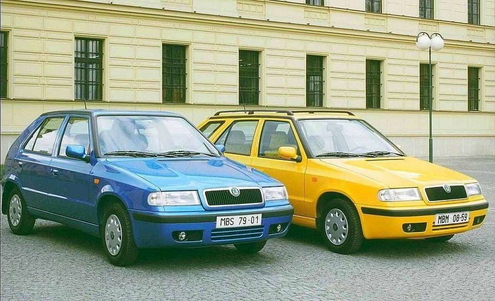 Facelift z roku 1998 přinesl zejména masku chladiče s vertikálními lamelami, tedy designový prvek, který se stal poznávacím znamením všech dalších škodovek.
