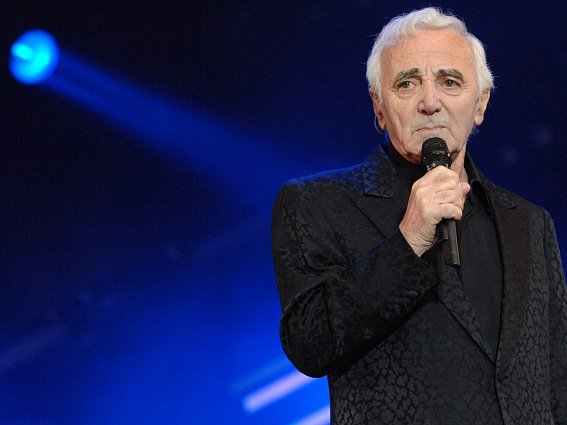 Francouzský šansoniér Charles Aznavour.