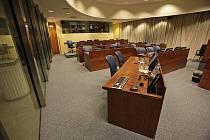 Prázdná soudní síň v Haagu