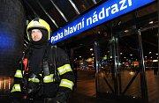 Pondělní požár bývalé garáže v areálu vlakového nádraží ve Slaném