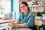 """""""Psala jsem od malička. Dokonce jsem se dostala na žurnalistiku, ale dala jsem přednost konzervatoři,"""" říká Eva Benett."""