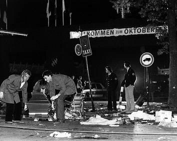 Policisté prohledávají místo, kde na Oktoberfestu explodovala podomácky vyrobená bomba