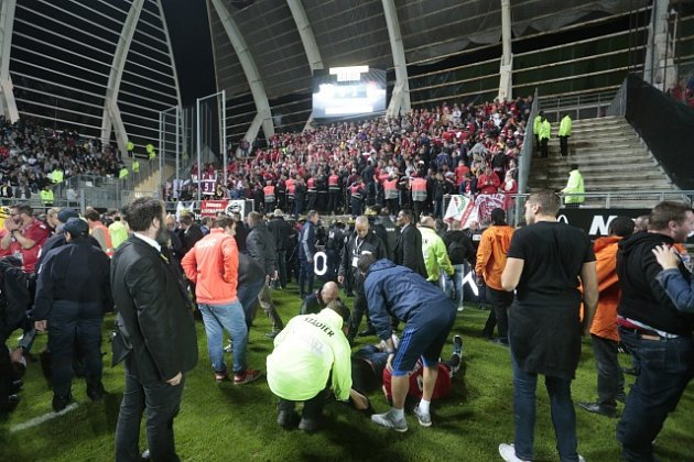 Pád bariéry ve Francii uprostřed zápasu