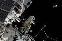 Dva ruští kosmonauté vystoupili do volného vesmíru