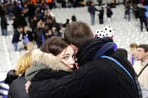 Francie a většina světa je v šoku v po pátečních teroristických útocích, při nichž v Paříži zemřelo spousta lidí.