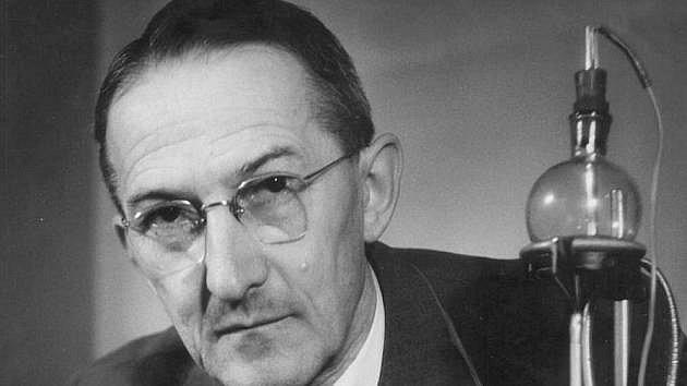 Polarografie patří mezi elektrochemické analytické metody. Za její objev dostal Čech Jaroslav Heyrovský roku 1959 Nobelovu cenu za chemii.