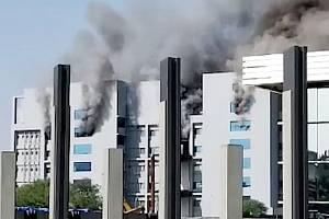 Požár v továrně, kde se vyrábí očkovací sérum proti covidu
