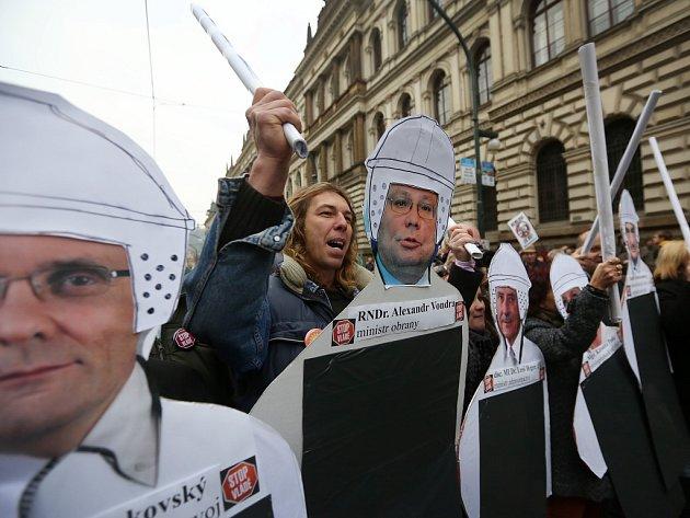 Lidé v sobotu 17. listopadu 2012 v centru Prahy protestovali proti vládě.