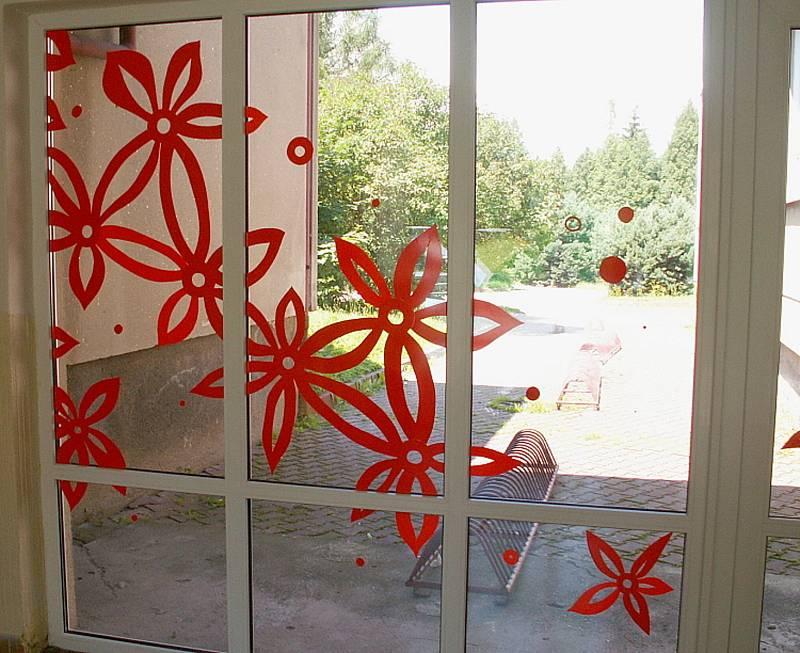 Netradiční design splňuje svojí funkci na budově gymnázia ve Svitavách. Ptáci se mu vyhýbají už půl dekády