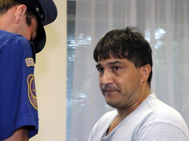 Za vraždu prostitutky, spáchanou v roce 1996 v Dubí na Teplicku, si Bulhar Emil Dossev s konečnou platností odpyká 15 let ve vězení.
