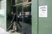Pohled na zadní vchodu domu, kde španělská policie zatkla Maročana, podezřelého z verbování k IS.