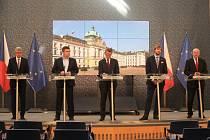 Ministr vnitra Jan Hamáček, premiér Andrej Babiš, ministr zdravotnictví Adam Vojtěch, epidemiolog a náměstek ministra zdravotnictví Roman Prymula