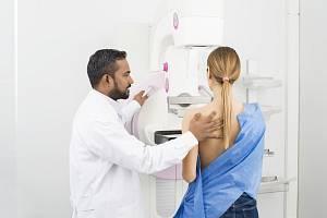 Vyšetření na mamografu.