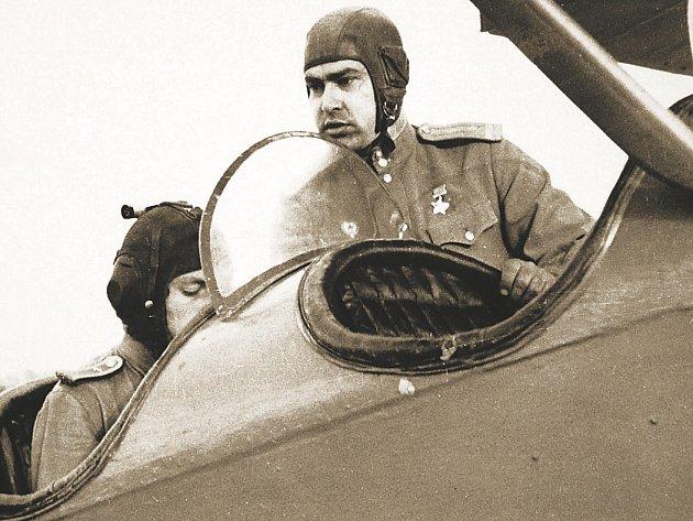 IDEÁLNÍ HRDINA. Ačkoli byl osud ruského pilota Maresjeva předlohou slavné novely, on sám ji prý nikdy nečetl.