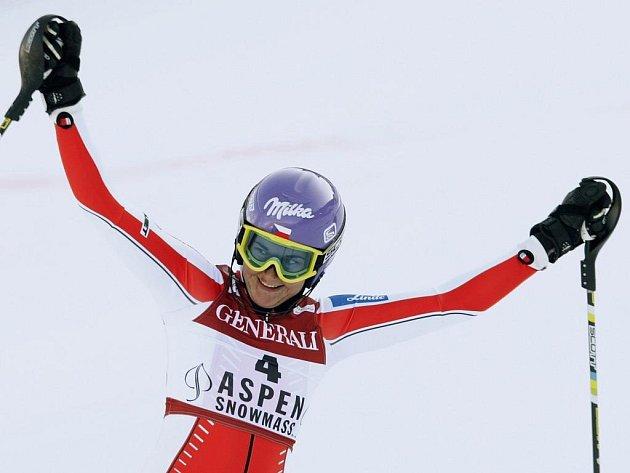 Šárka Záhrobská se raduje v cíli slalomu v Aspenu z vítězství, svého druhého ve Světovém poháru.