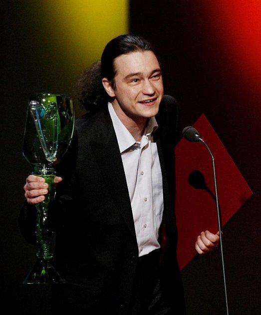 Divadlení ceny Thalie za rok 2010 byly předány 26. března v pražském Národním divadle. Na snímku Ladislav Špiner s cenou pro činoherce do 33 let.
