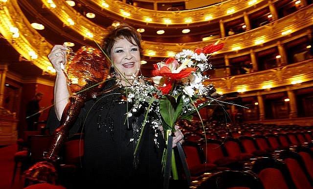Divadlení ceny Thalie za rok 2010 byly předány 26. března v pražském Národním divadle. Na snímku Jiřina Bohdalová za celoživotní činoherní mistrovství.