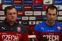 Příprava na zápas: Petr Čech a Pavel Vrba na tiskové konferenci