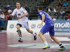 Filip Jícha v zápase proti Islandu