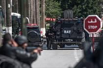 Útočníci v Tunisku postříleli turisty z Evropy.