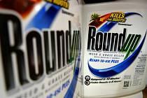 Přípravek RoundUp od společnosti Monsanto
