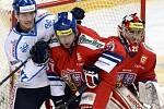 Finský Jarkko Immonen, Zdeněk Kutlák a Jakub Kovář při utkání na turnaji Karjala.