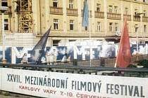 Režisér Miroslav Janek dokončil unikátní dokument o historii padesáti ročníků karlovarského festivalu.