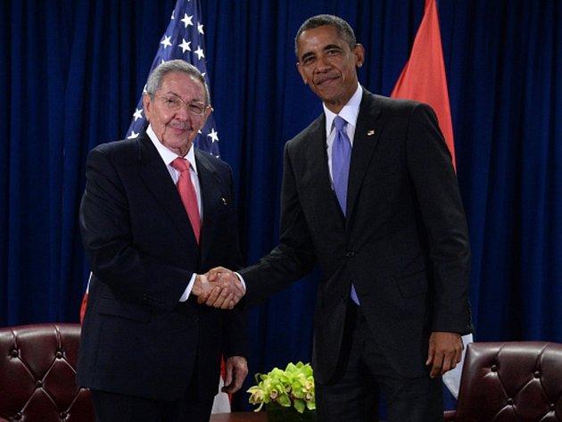 Americký prezident Barack Obama se dnes sešel v New Yorku s kubánským vůdcem Raúlem Castrem na okraj zasedání Valného shromáždění OSN.