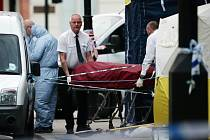 Devatenáctiletý norský občan somálského původu ubodal ve středu večer v centru Londýna Američanku a zranil nožem dalších pět lidí různých národností, než ho policie zneškodnila paralyzérem.