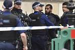 Incident v londýnské vládní čtvrti. Policie zadržela ozbrojeného nožem